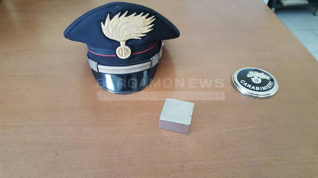 magnete corrente carabinieri