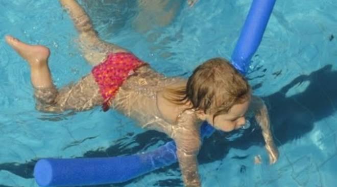 piscina bimbi