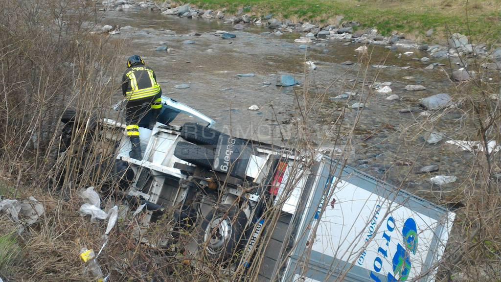 Camion nel fiume ad Ardesio