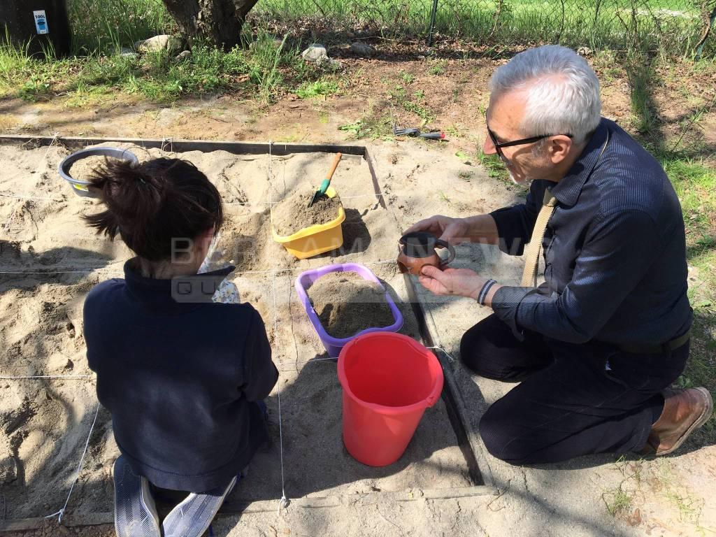 Laboratorio di archeologia alla scuola di Paladina