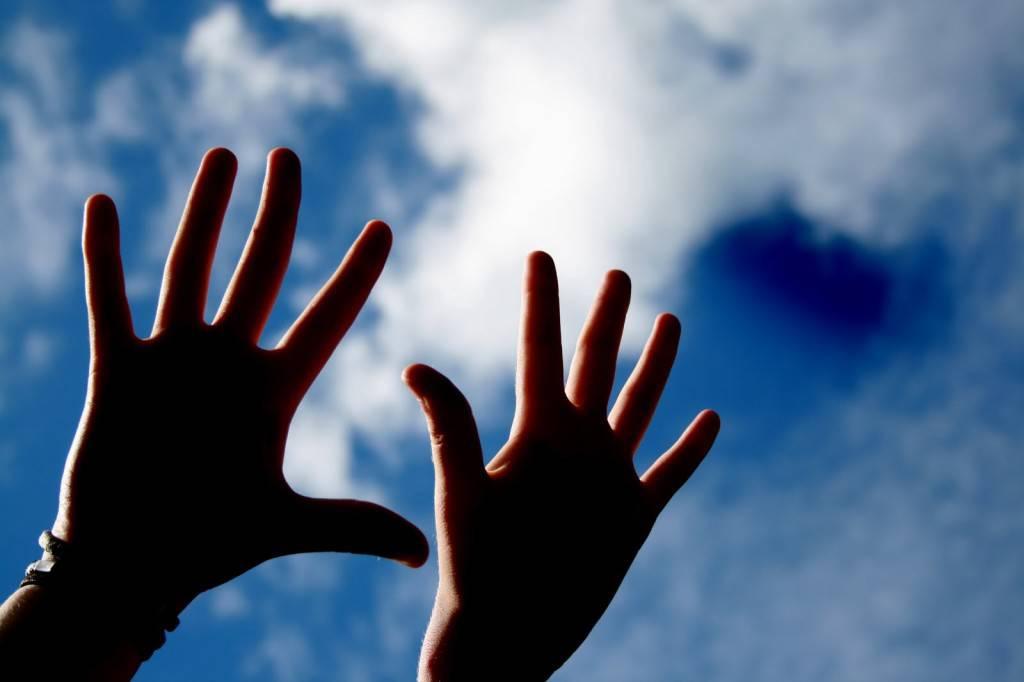 mani cielo
