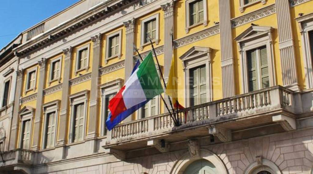 Tasse Di Soggiorno - Idee di colori per interni di design per la ...