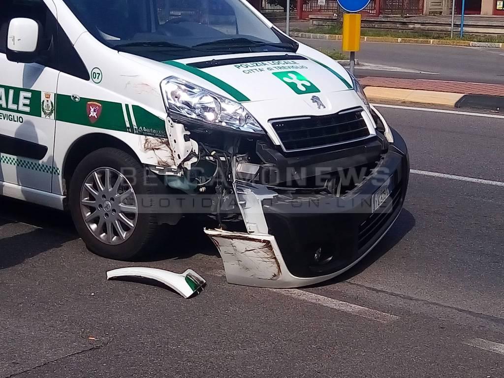 Incidente tir-polizia locale