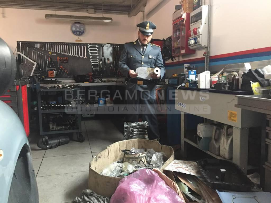 Officina nel garage di casa multato meccanico abusivo for Piani di officina di garage