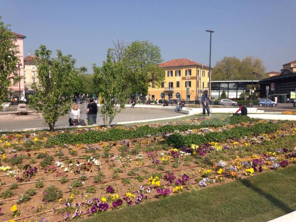 Piazzale Marconi con i fiori