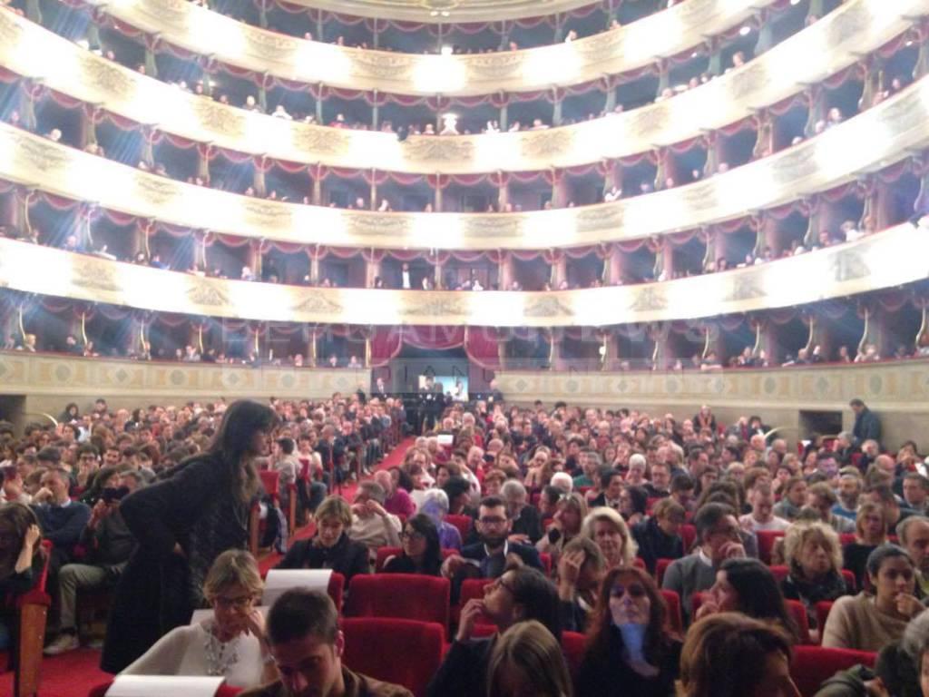 Saviano sul palco del Donizetti