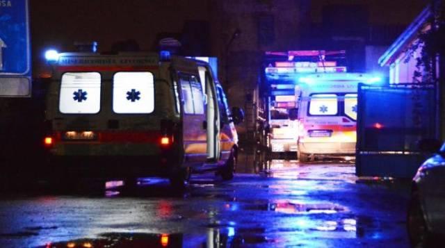 ambulanze vigili del fuoco notte pioggia