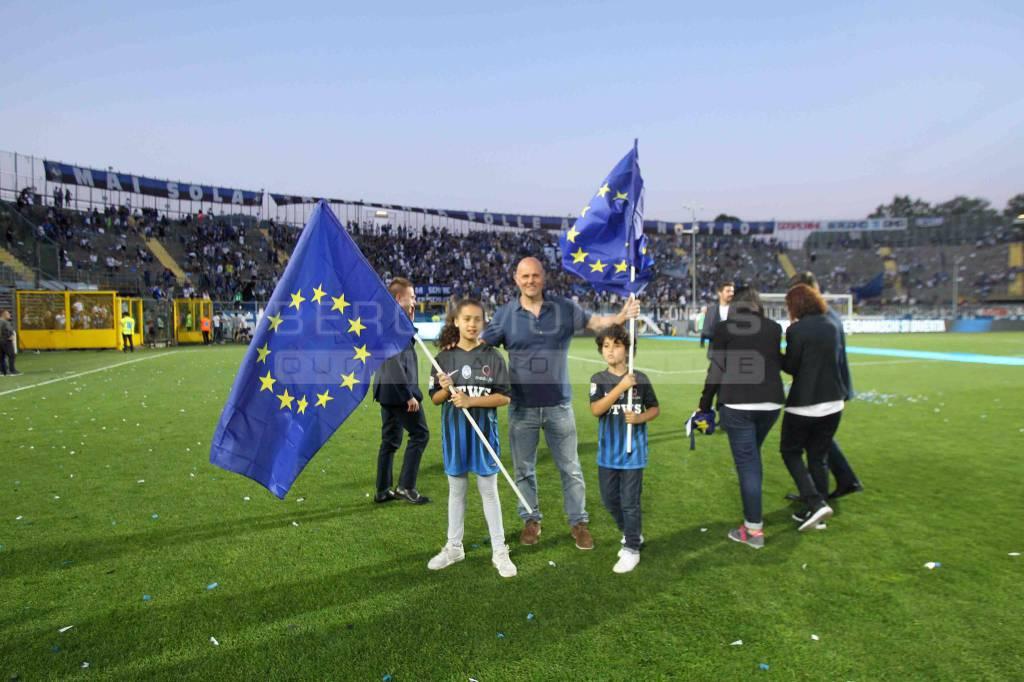 Atalanta-Chievo, la festa in campo