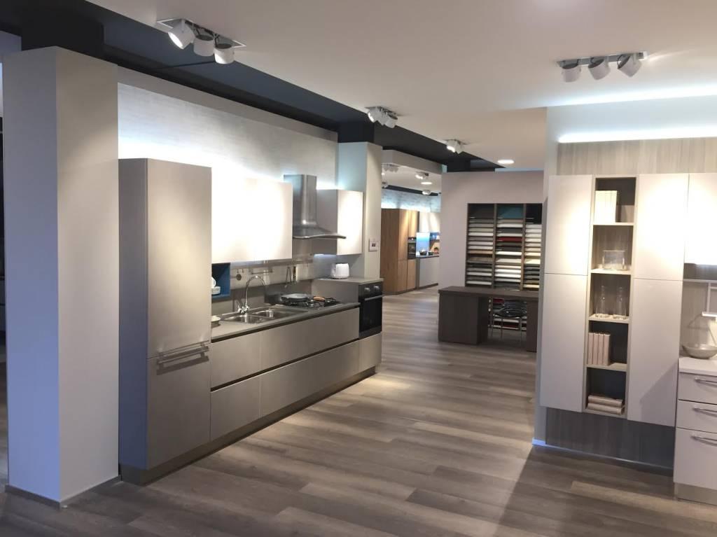 Cereda mobili rinnova lo showroom nuovo allestimento tra for Mobili spa