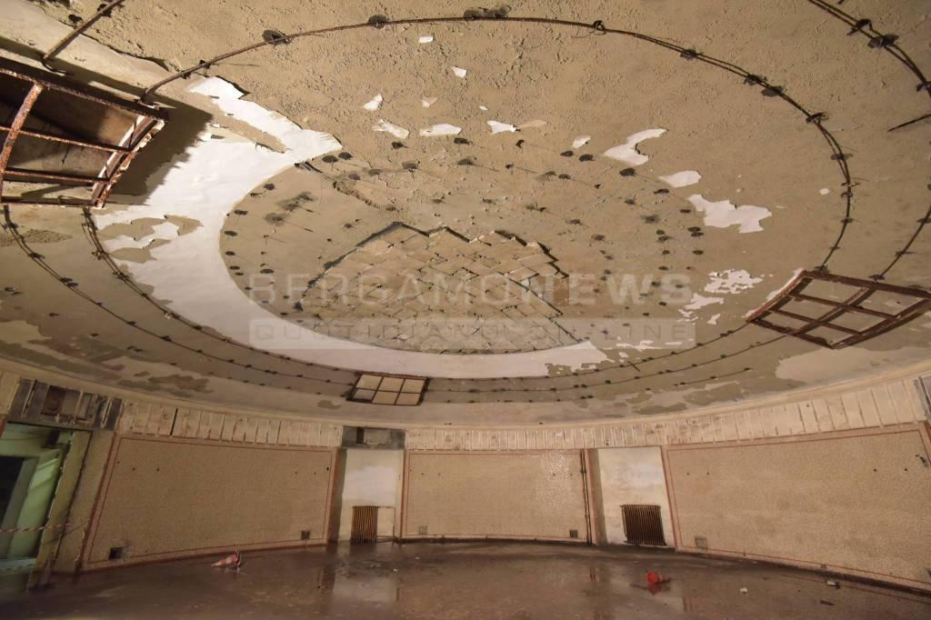 Vasca Da Bagno Per Hotel : Concerto per vasca da bagno e orchestra l arte restituisce l ex