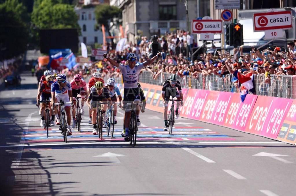 Giro, Dumoulin mette le mani sulla corsa