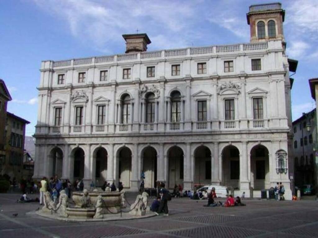 Biblioteca Mai