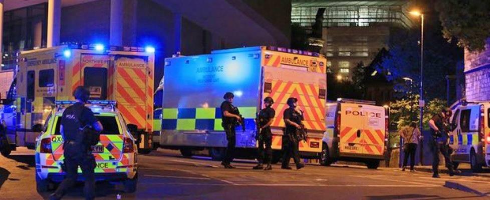 Manchester, 22 morti tra cui bambini in attacco suicida con esplosivo - polizia