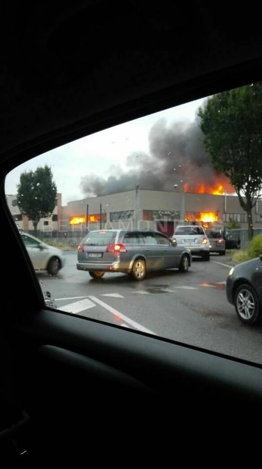 Incendio a Terno d'Isola
