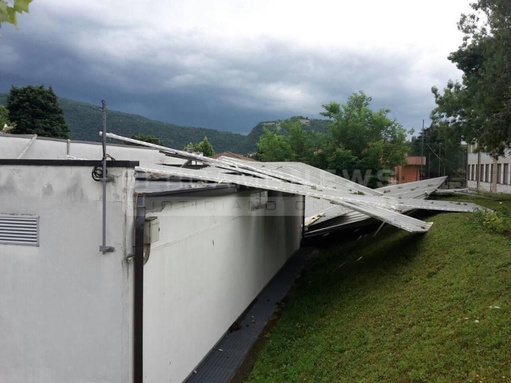 Sarnico, distrutto il tetto della palestra