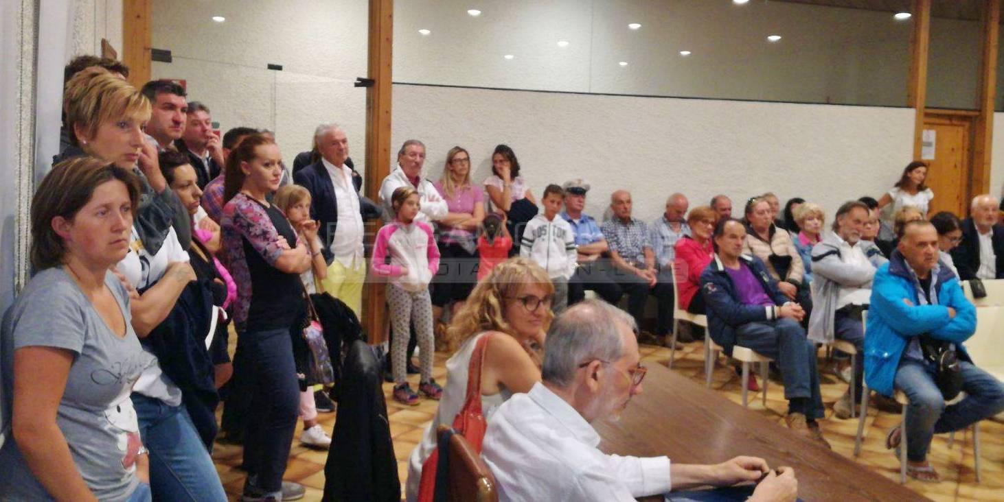 Castione, protesta contro l'arrivo dei profughi