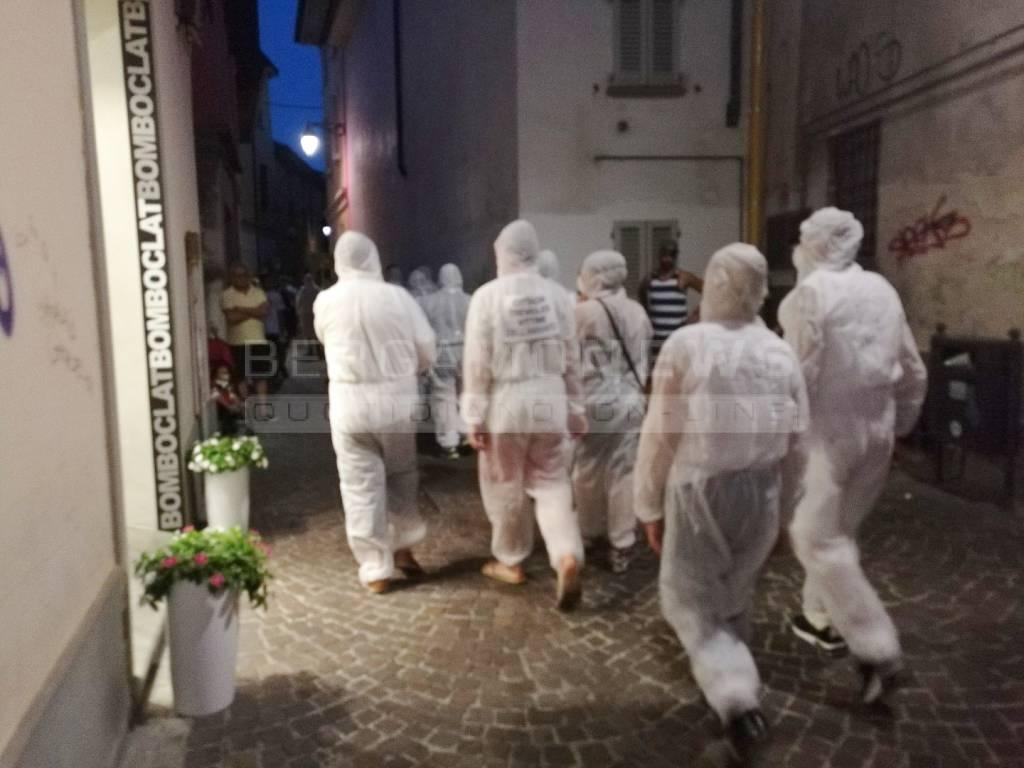 Flash-mob a Treviglio contro la discarica di amianto