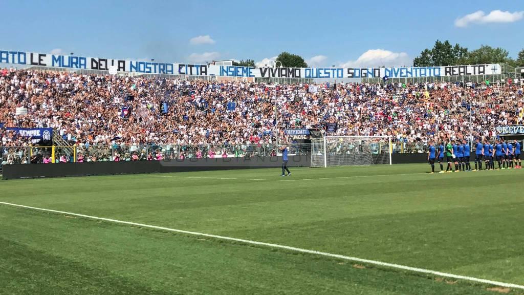 La sfilata dei calciatori allo stadio