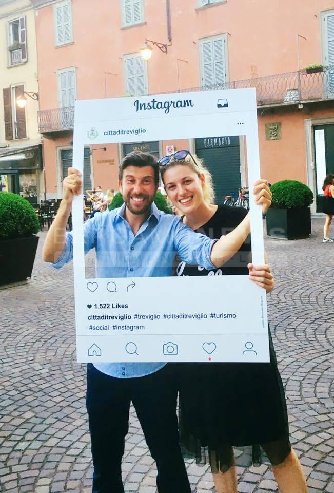 Cornici Per Foto Instagram.Treviglio La Piazza E Social Scatti E Risate Con Le