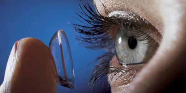Dimentica 27 lenti nell'occhio: le trovano quando la operano di cataratta