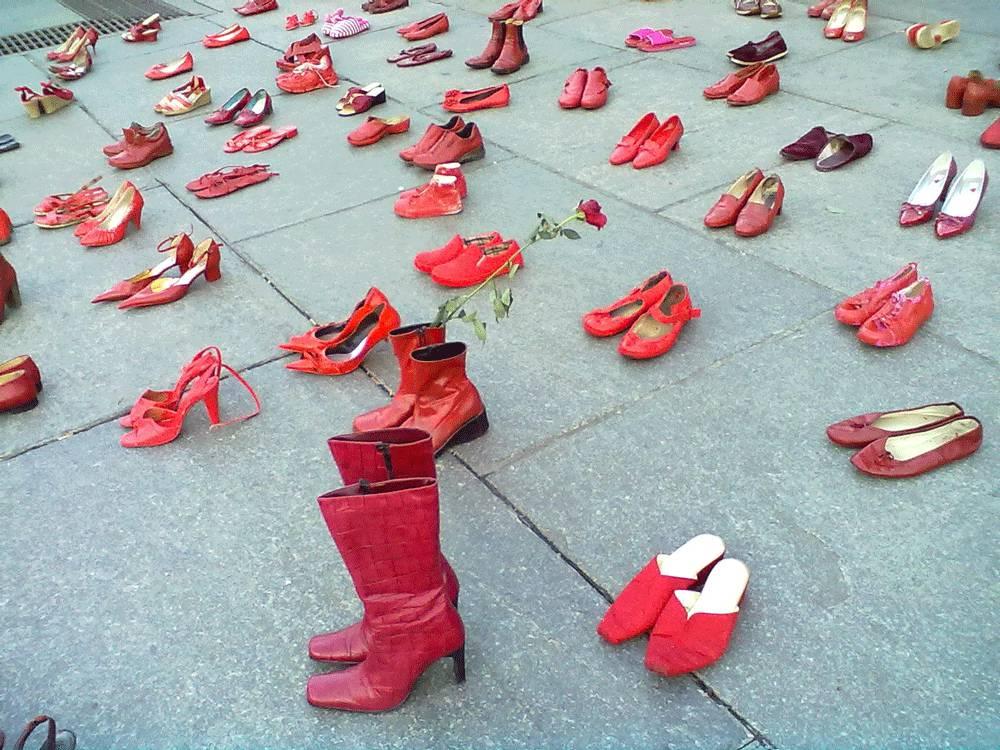 evento da record a ghisalba 1740 scarpette rosse contro la violenza sulle donne bergamo news 1740 scarpette rosse contro la violenza