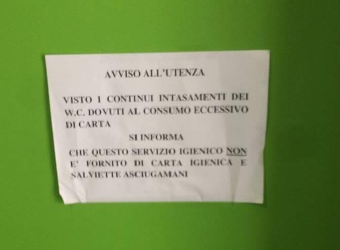 tribunale carta igienica