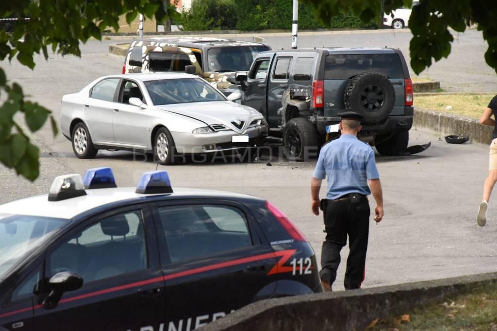 Trescore, sparatoria in piazza del mercato: un ferito