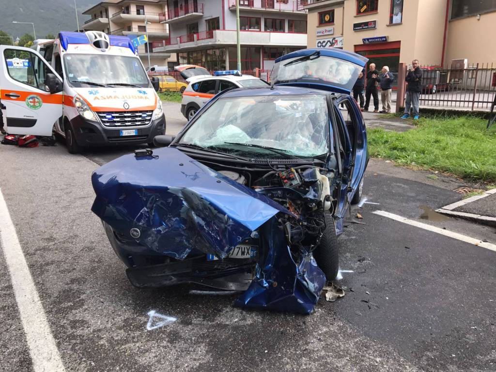 incidente frontale villa d'ogna
