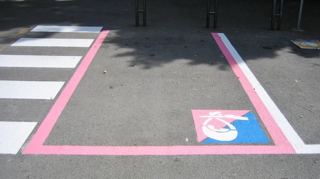 Pontida: parcheggi rosa solo per donne etero e italiane