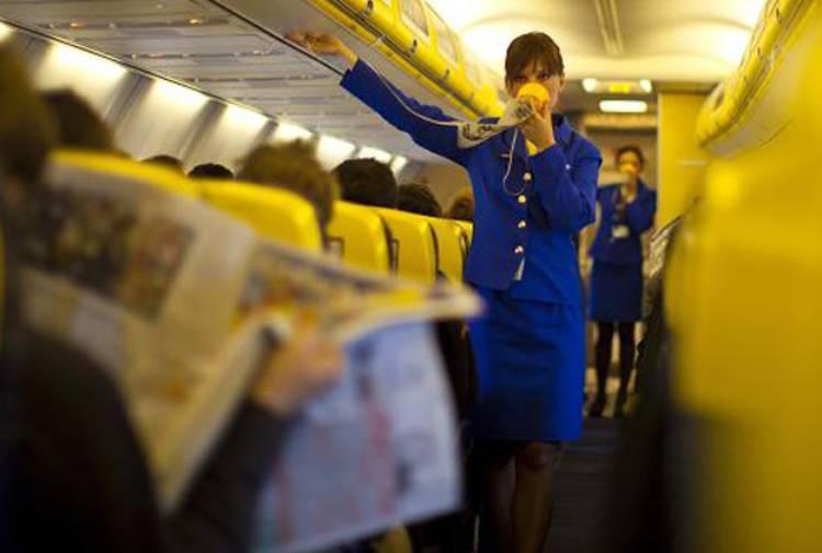 assistente volo ryanair