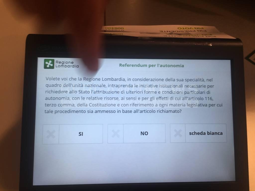 Referendum Lombardia: clamoroso flop del voto elettronico