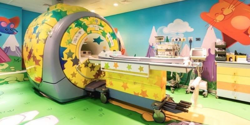 Il tunnel della risonanza diventa una navicella incantata per i bimbi