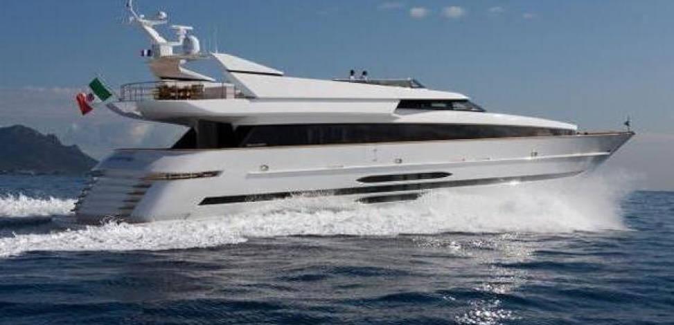 yacht pesenti