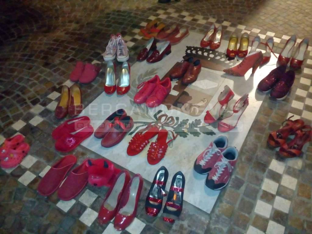 violenza sulle donne scarpe rosse in piazza a villa d ogna bergamo news violenza sulle donne scarpe rosse in