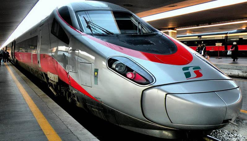 Treno esce dai binari a Firenze Castello, traffico rallentato