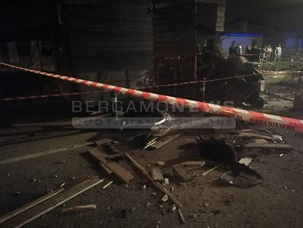 Tragico incidente a Palosco Auto fuori strada, morti due minorenni