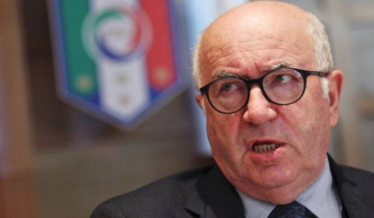 Figc: Tavecchio resta, ma la Gazzetta gli chiede di dimettersi