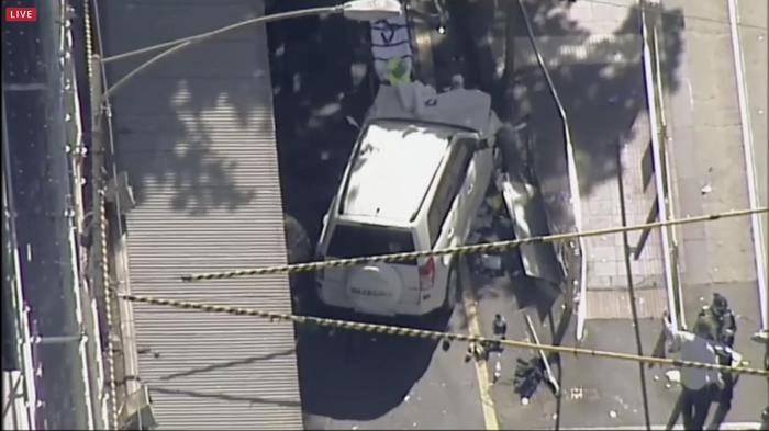 Melbourne, auto sulla folla: 14 feriti.