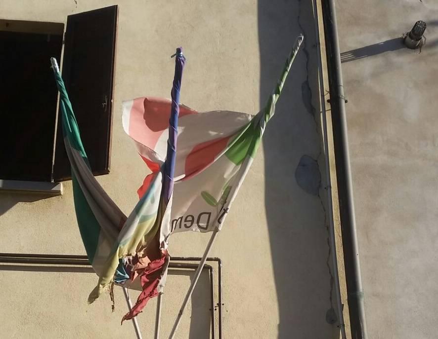 bandiere pd bruciate boltiere