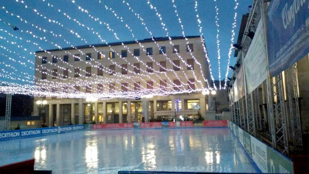 """Capodanno in libertà nel cuore di Bergamo pattinando """"on ice"""""""