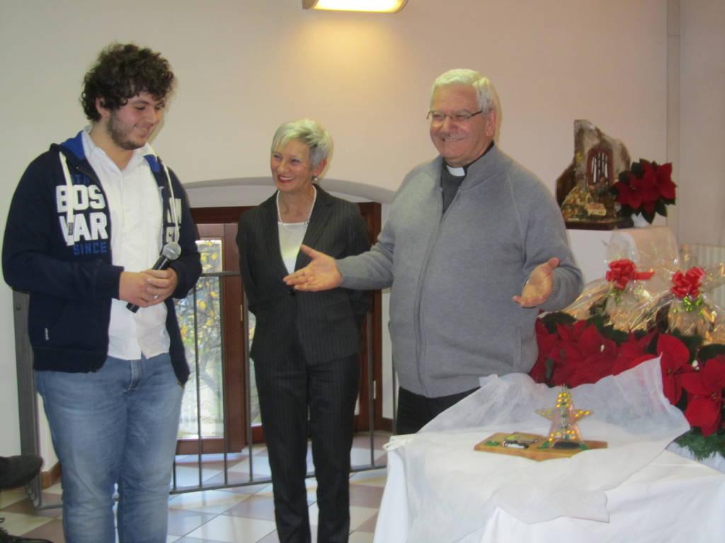 Il vescovo beschi con gli studenti