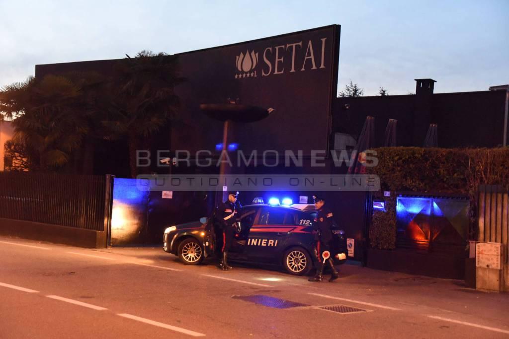 Investe 2 ragazzi dopo lite in discoteca: arrestato