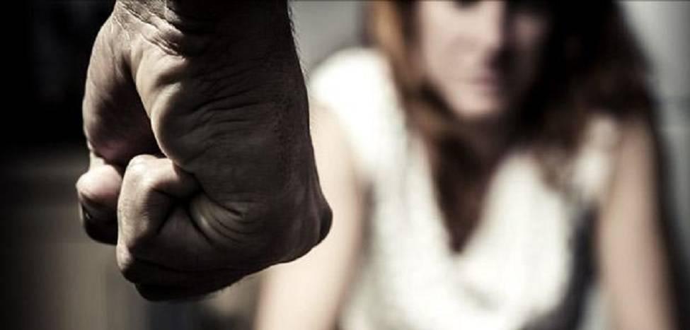 donna pugni violenza