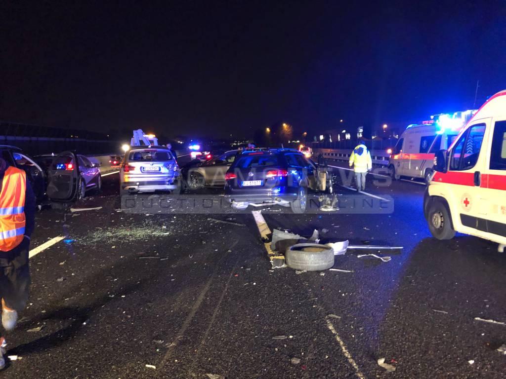 Maxi tamponamento sulla A4 a Bergamo: otto auto coinvolte, nove feriti