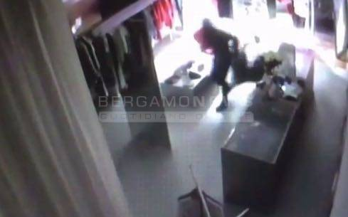 Furto alla boutique Berné: i ladri in azione