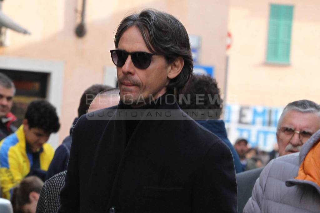 Pippo Inzaghi e tanti personaggi al funerale di Mondonico