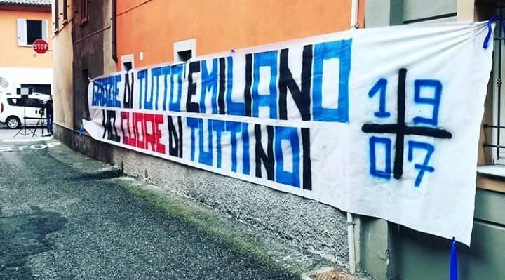 Emiliano Mondonico, funerale tra cori, bandiere e sedie