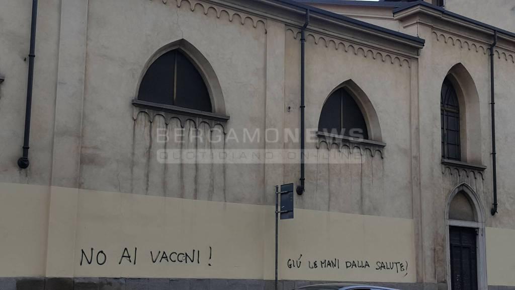 vandali chiesa