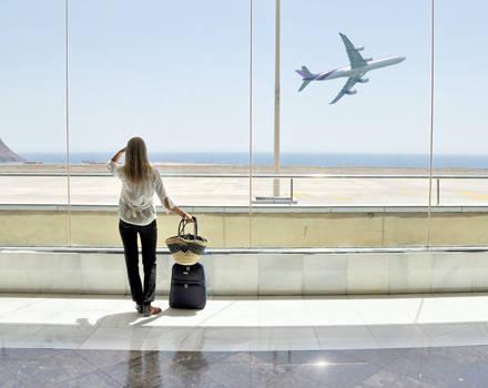 ragazza aeroporto
