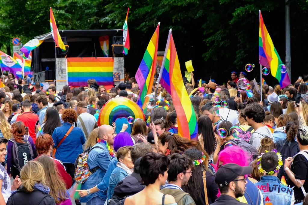 Bergamo Pride, la città si colora